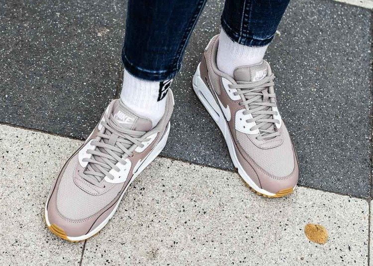 Buty sportowe damskie Nike Air Max 90 (325213 210)