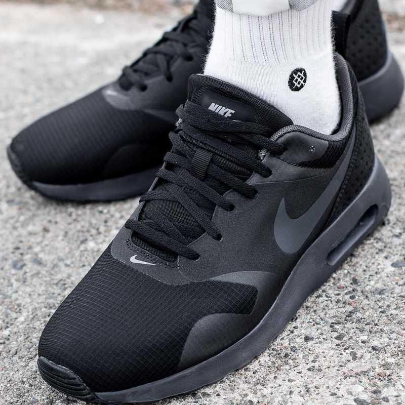 Buty sportowe męskie Nike Air Max Tavas (705149 010)